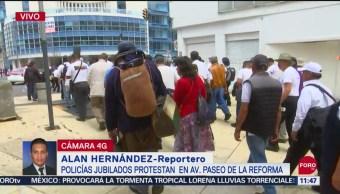 Policías jubilados marchan en Paseo de la Reforma, CDMX