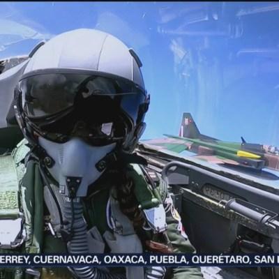 Primera mexicana en volar avión F-5 durante desfile
