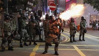 Foto: La policía antidisturbios de Hong Kong dispara gases lacrimógenos para dispersar a manifestantes, 8 septiembre 2019