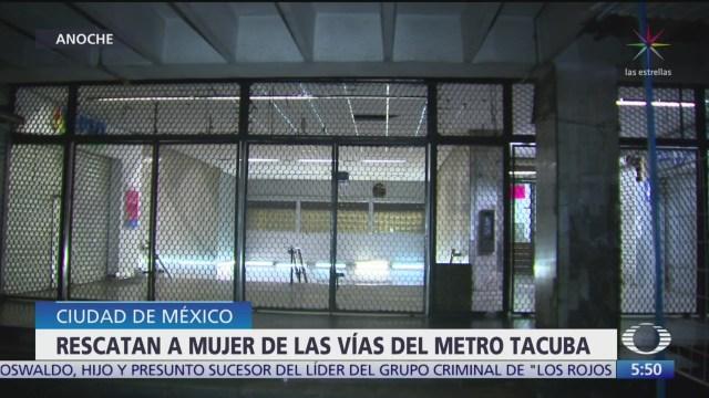 Rescatan a mujer de las vías del Metro Tacuba