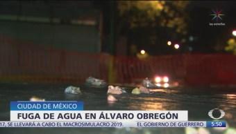Sigue sin ser reparada fuga de agua en la Álvaro Obregón, CDMX