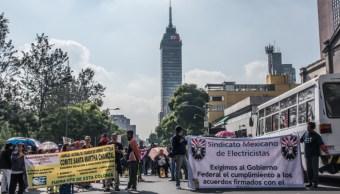 Integrantes del Sindicato Mexicano de Electricistas (SME) marchan sobre avenida Juárez., 27 septiembre 2019