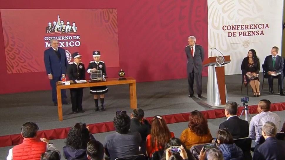Foto: Sorteo Niños Gritones en conferencia de AMLO, 3 de septiembre de 2019, Ciudad de México