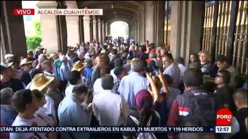 Transportistas CDMX dialogan con autoridades en Palacio del Ayuntamiento
