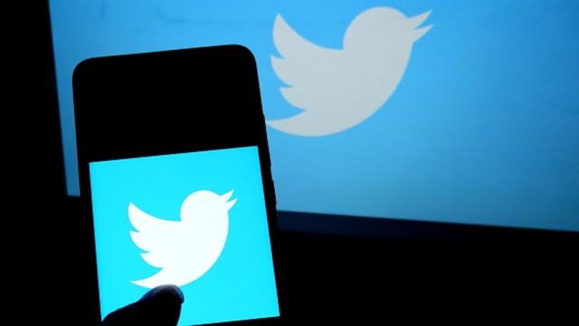 Foto: El logotipo de Twitter visto desde un teléfono celular, 20 septiembre 2019