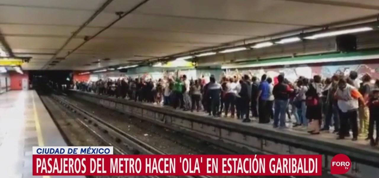 FOTO: Video Usuarios Metro Hacen La Ola Estación Garibaldi