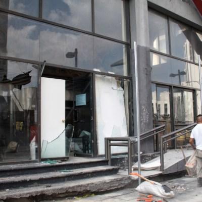 Vandalismo en marcha por Ayotzinapa causó daños por 100 mdp, estima Canirac
