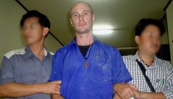 Jason Daron Mizner, profesor de yoga en Queensland, violó repetidamente a la hija de su novia, 27 septiembre 2019
