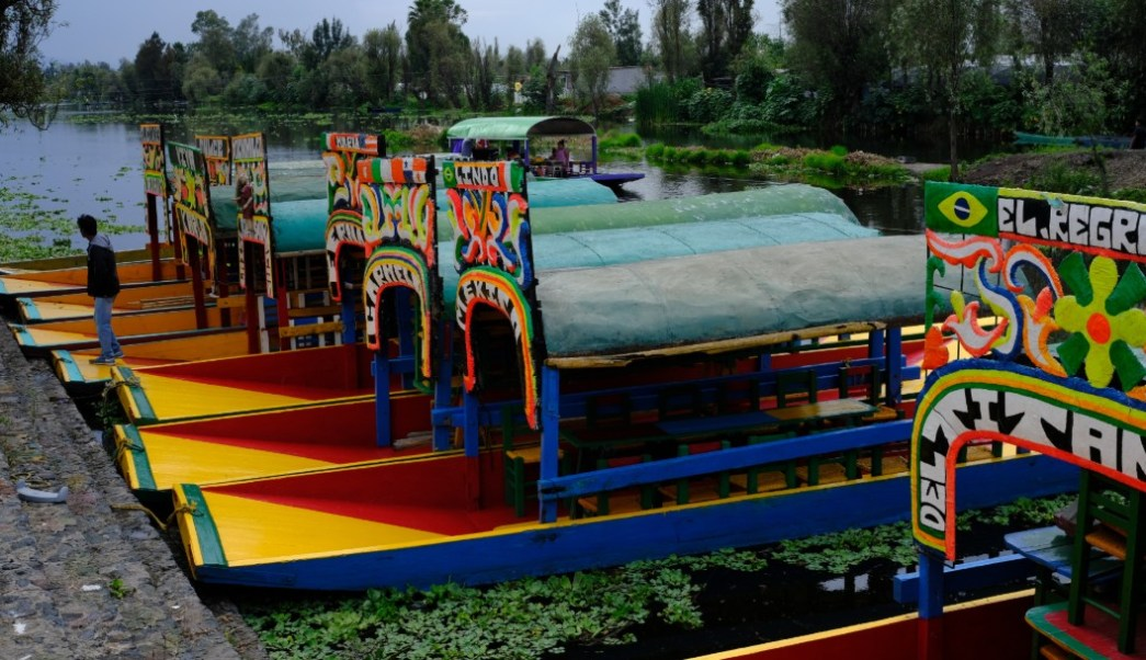 En Xochimilco, de 600 salidas en trajineras a 25 a la semana tras muerte de joven
