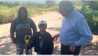 Foto: El presidente López Obrador lamentó que la gente tenga que tapar los baches, 5 de octubre de 2019 (Twitter)