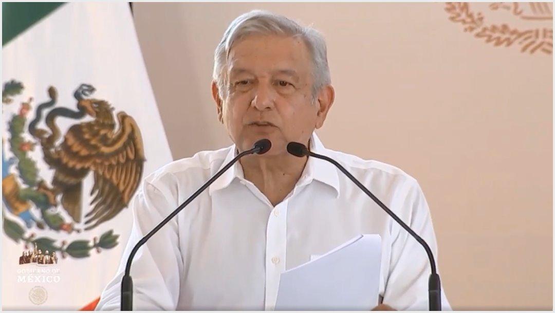 Foto: AMLO pidió a la población a ayudarlo a llegar a tiempo a sus eventos, 12 de octubre de 2019 (Presidencia)