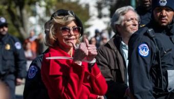 Foto: Jane Fonda sonríe después de ser detenida, 18 de octubre de 2019, (AP)