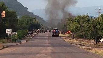 Aspectos de la emboscada a policías de Michoacán, en Aguililla. (CUARTOSCURO)
