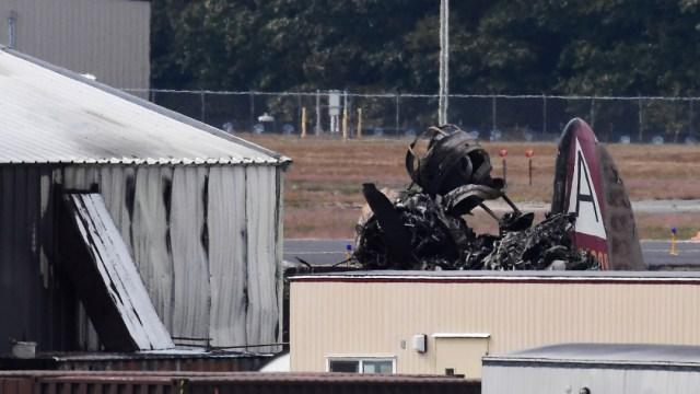 Foto: El avión siniestrado, un bombardero B-17, era parte de la colección de la fundación Collings, dedicada a preservar la historia de la aviación, 2 de octubre de 2019 (AP)