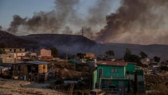 Foto Combaten incendios en Tijuana tras vientos de Santa Ana