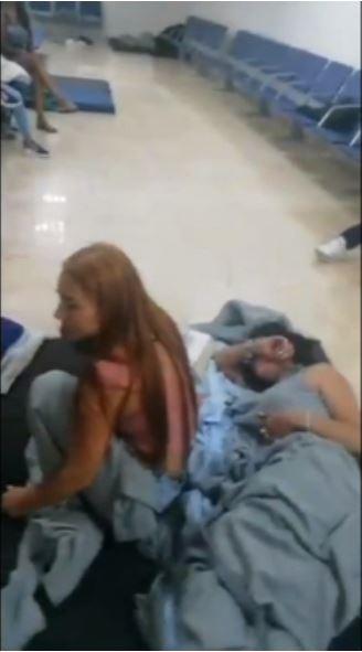 Carlos Enrique Sánchez Aular denunció que había más venezolanos retenidos en el aeropuerto de Cancún. (Tomada de video)