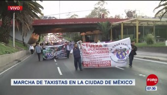 Caravana de taxistas marchan sobre Insurgentes Norte, en CDMX