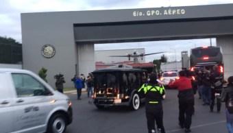 Foto Carroza fúnebre llega para trasladar cenizas de José José