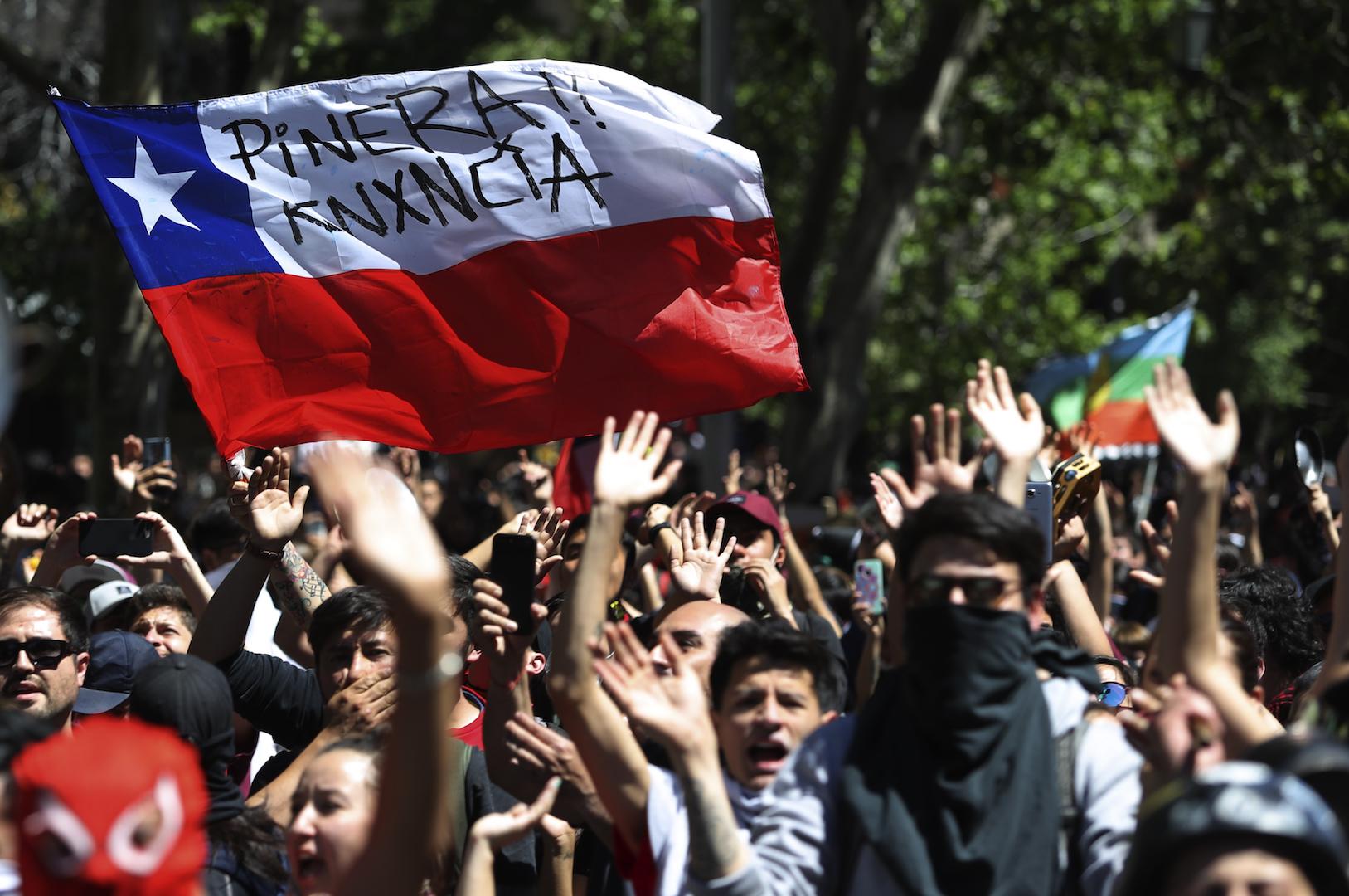 Protestas en Chile exigen renuncia del presidente Sebastián Piñera