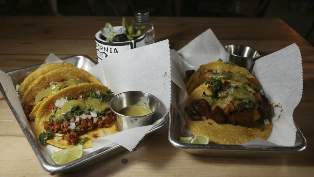 Foto: En Las Vegas y Austin, Texas, hay varios restaurantes o puestos ambulantes que ofrecen exclusivamente platos veganos mexicanos, el 24 de octubre de 2019 (AP)