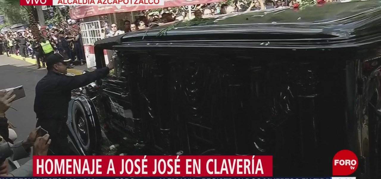 FOTO: Con Las Golondrinas Clavería despide José José