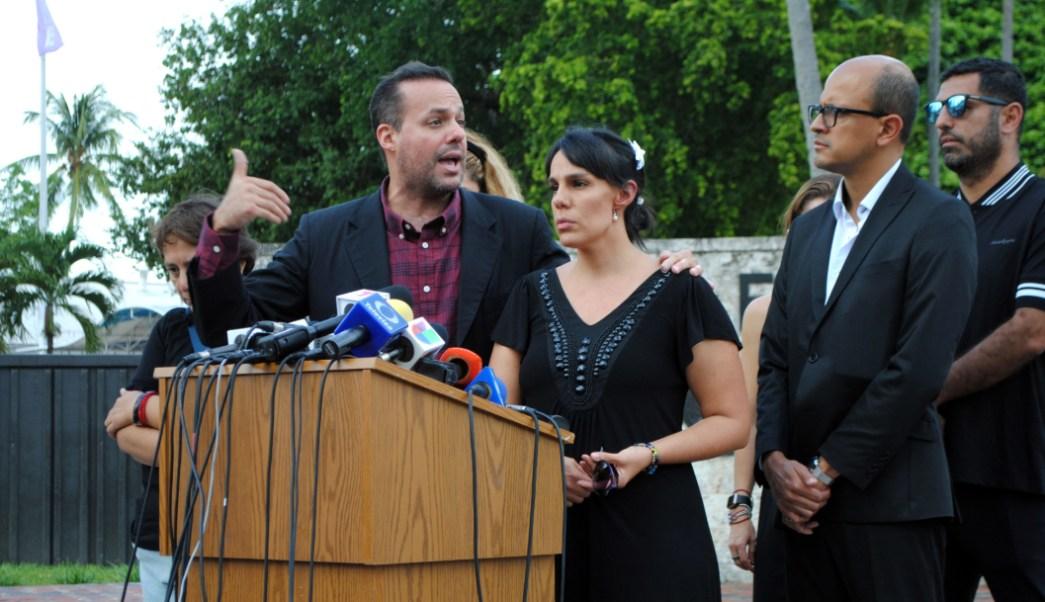 Conferencia de José Joel y Marysol Sosa, hijos de José José, en Miami, Florida. (EFE)
