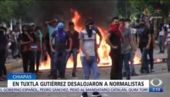 Desalojan a normalistas con gases lacrimógenos en Chiapas