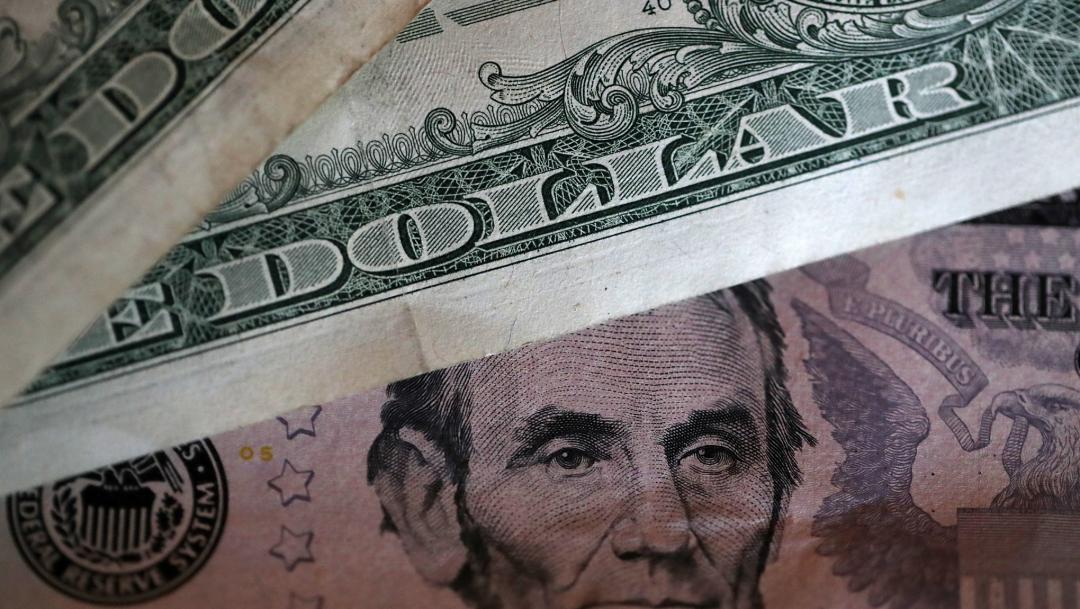 FOTO Dólar inicia jornada a la baja, se vende en 19.43 pesos (Getty Images)