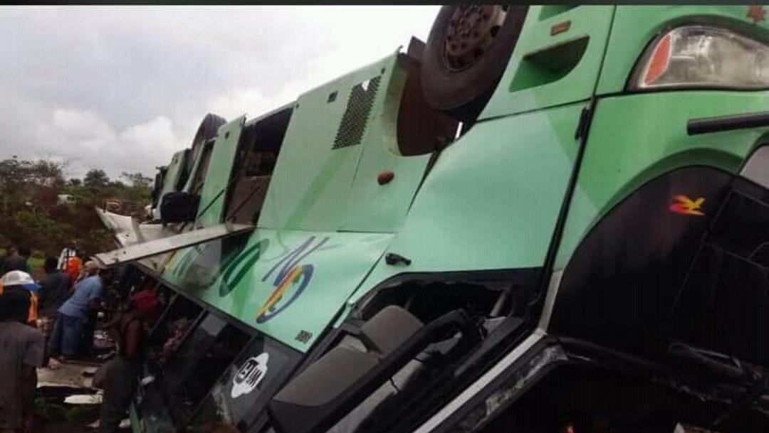 Al menos 30 muertos y 18 heridos en accidente de autobús en el Congo - Noticieros Televisa