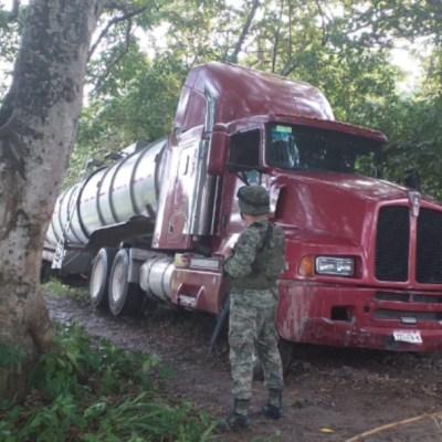 Ejército asegura 58 mil litros de 'huachicol' en Tabasco