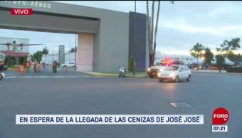 Esperan en AICM llegada de cenizas de José José