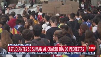 Estudiantes se unen a cuarto día de protestas en Cataluña
