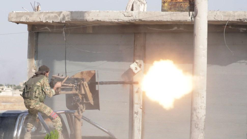 """Fotos: El secretario de Defensa, James Mattis, dijo que algunas de las acciones de las fuerzas turcas en su incursión en el norte de Siria """"parecen ser"""" crímenes de guerra, 13 de octubre de 2019 (Reuters)"""