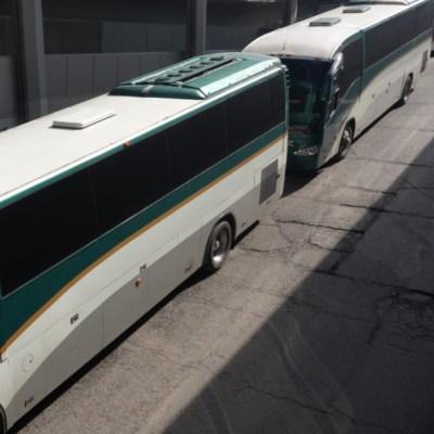 Flecha Roja reporta secuestro de autobuses por parte de normalistas en Edomex