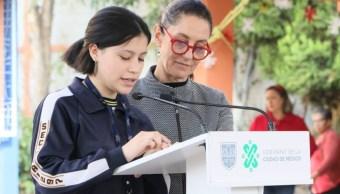 Foto: Claudia Sheinbaum habla con estudiantes de la Secundaria No. 297 Óscar Sánchez Sánchez