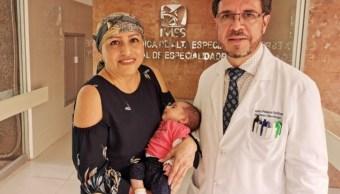 Foto: Carla, la bebé de María Ofelia, nació pesando dos kilos 435 gramos. Twitter/@DiariodeYucat