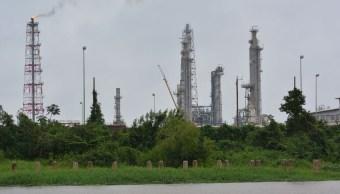 Foto: Instalaciones de la refinería Lázaro Cárdenas en Minatitlán, Veracruz. Cuartoscuro