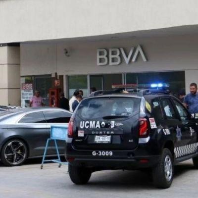 Roban cerca de 500 mil pesos a hombre en banco en Guadalajara