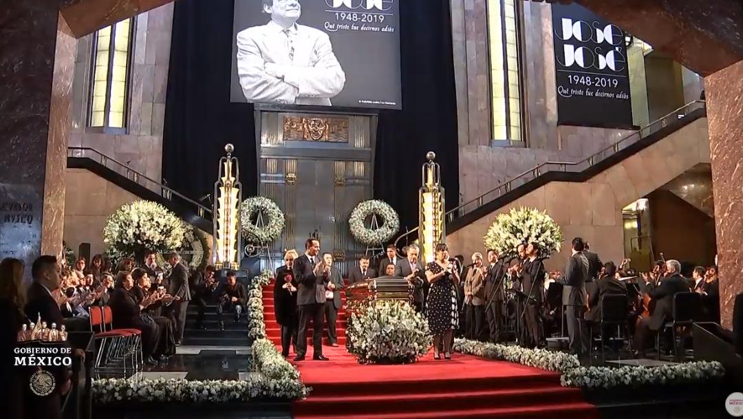 FOTO Hijos de José José participan en homenaje a su padre en Bellas Artes (YouTube/Gobierno de México)