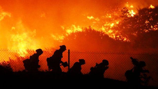 Incendio forestal en California. (A