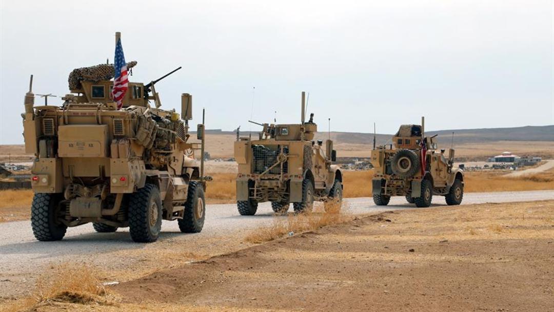 Foto: Un convoy formado por cerca de un centenar de vehículos estadounidenses entró este lunes en el Kurdistán iraquí, procedente del norte de Siria, 22 de octubre de 2019 (EFE)