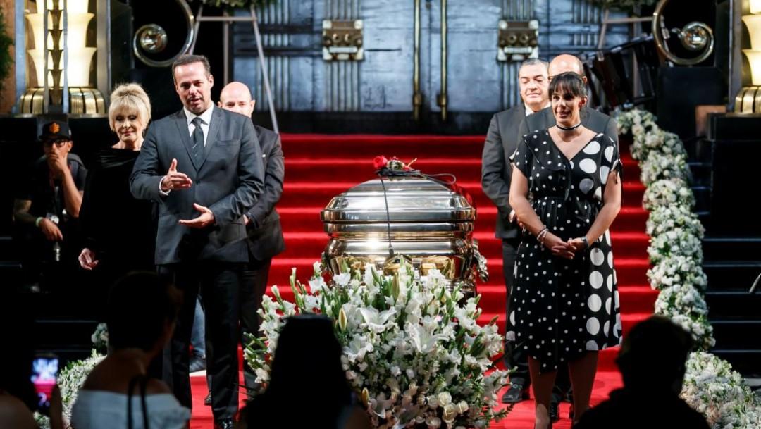 Los hijos del cantante José José y su exesposa Anel durante ceremonia en Bellas Artes. (Cuartoscuro)