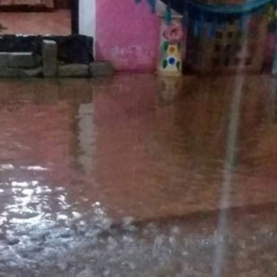Lluvia desborda ríos y daña viviendas en Oaxaca