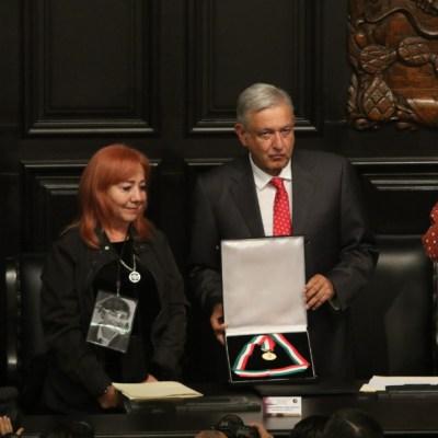 Rosario Ibarra deja en custodia de AMLO medalla Belisario Domínguez