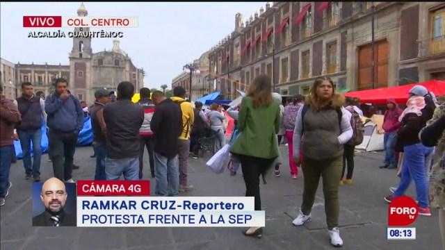 Maestros y nutriólogos protestan en el centro de la CDMX
