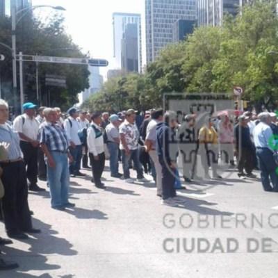 Recicladores de basura liberan Insurgentes; mantienen bloqueo en Reforma