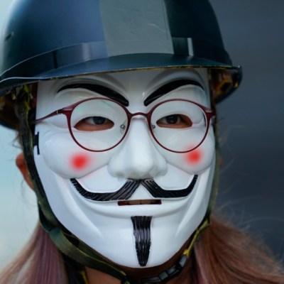 Miles en Hong Kong protestan contra ley anti-máscaras en marchas