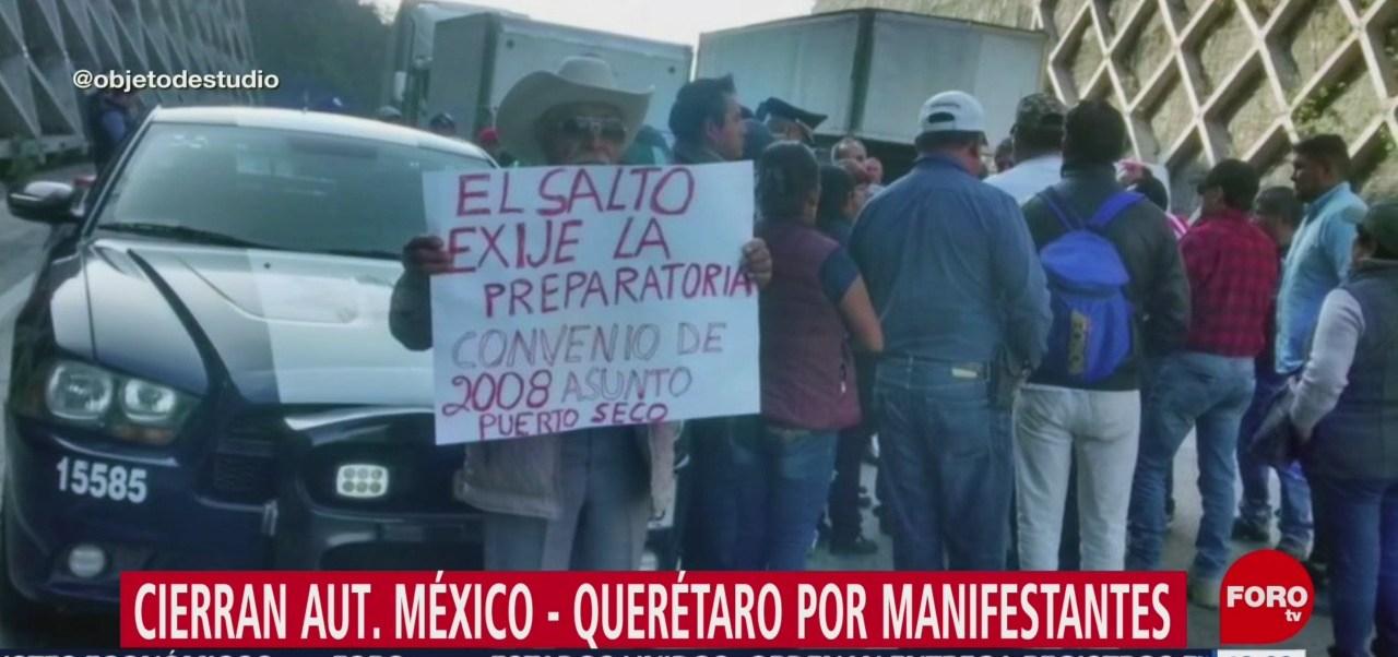 Manifestantes cierran autopista México-Querétaro