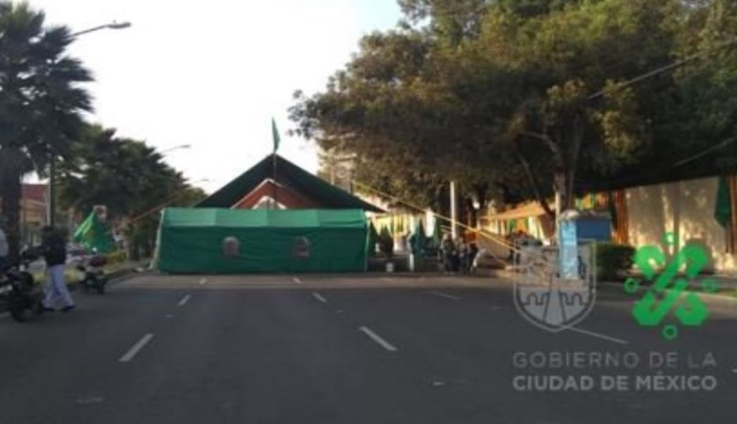 Foto Manifestantes instalan plantón frente a Sedatu, en Coyoacán
