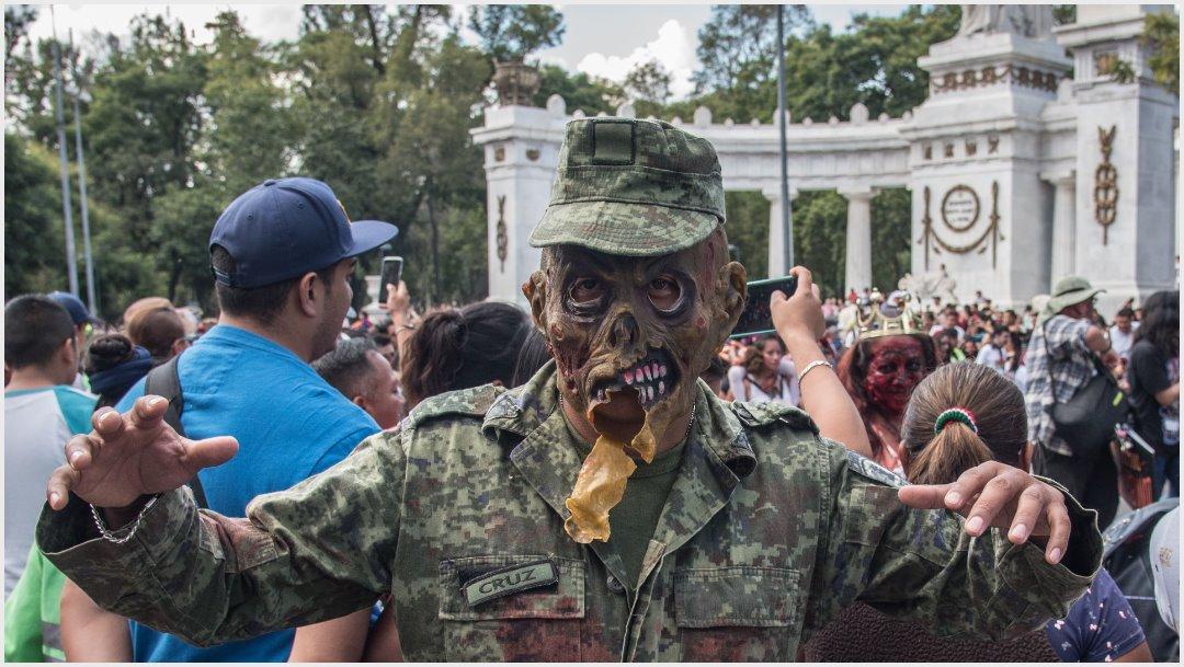 Foto: Zombies aterrorizaron a los asistentes a marcha, 19 de octubre de 2019 (MARIO JASSO /CUARTOSCURO.COM)